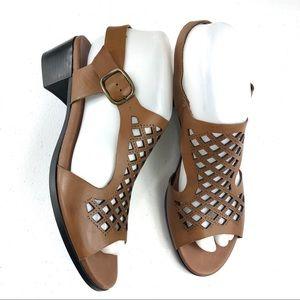 Munro Brown Cutout Sandals Size 8N